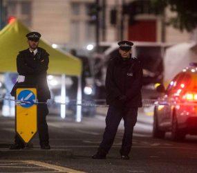 74 pessoas foram para hospitais por incêndio em prédio de Londres