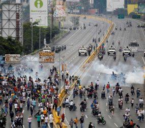 Saldo de mortes em protestos na Venezuela chega a 62