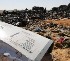 Ataque aéreo mata 42 em cidade síria dominada pelo EI