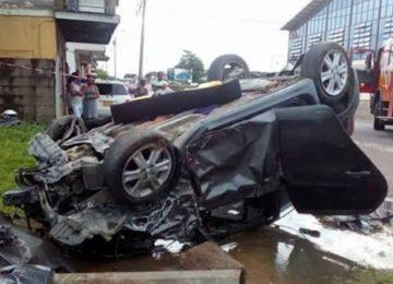 Choque entre dois veículos deixa cinco pessoas gravemente feridas em Paramaribo