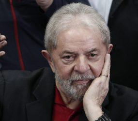 BC bloqueia R$ 600 mil, três apartamentos e dois carros de Lula