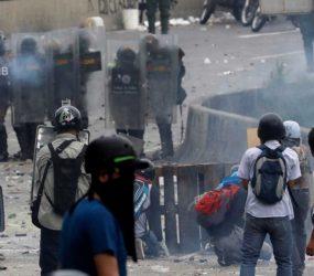 Jovem morre durante manifestação na Venezuela