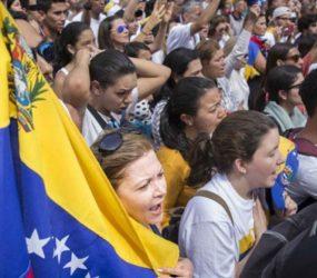 Oposição venezuelana espera parar o país em greve contra Maduro