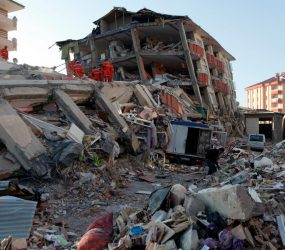 Forte terremoto na costa de Turquia e Grécia deixa 2 mortos e 200 feridos