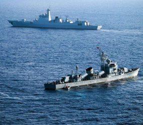 Navios chineses disparam mísseis em treinamento militar próximo à Coreia do Norte