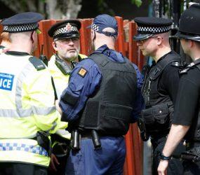 Policial britânico que filmou pessoas peladas de helicóptero é condenado a 1 ano de prisão