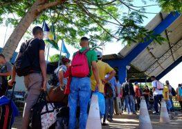 Veja relatos; fronteira com a Venezuela e acompanhou a fila de imigrantes em busca de comida e emprego