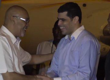 Presidente Desi Bouterse retorna ao Suriname após três semanas em Cuba (Vídeo)