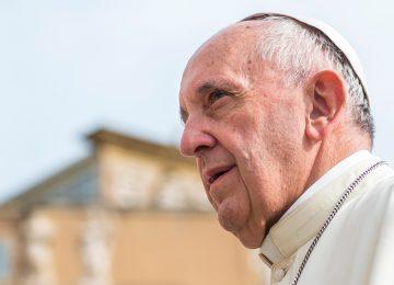 Papa diz que 'mundo está em guerra', mas religião não tem culpa