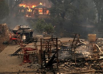 Incêndios deixam mortos e destroem 1,5 mil casas na Califórnia