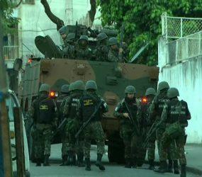 Polícia e Forças Armadas fazem megaoperação no Morro dos Macacos, na Zona Norte do Rio