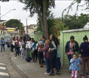 Moradores da Zona Norte de SP enfrentam filas para vacinação contra febre amarela