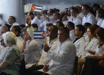 Mais Médicos: cubanos entram na Justiça por salário integral e direito de ficar no país