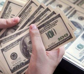 Dólar sobe e encosta em R$3,28 com temor sobre reforma da Previdência