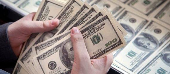 Dólar dispara e fecha acima de R$ 4,00 pela 1ª vez em mais de 2 anos