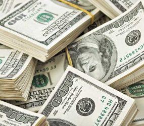 Dólar volta a subir nesta quinta e chega a R$ 4,21