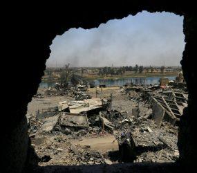 Sobe para 400 o número de mortos no Irã por violento terremoto