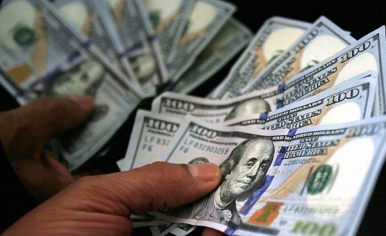 Dólar tem 3ª queda seguida com atuação do BC e Previdência