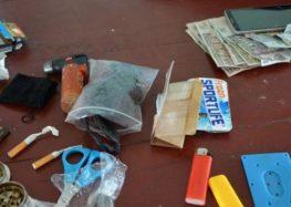 Polícia apreende drogas e armas em escolas de Paramaribo
