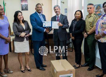 Governo brasileiro faz doação de 172.000 unidades de preservativos masculinos para o Suriname (Fotos)