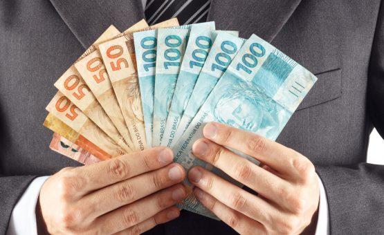Temer assina decreto definindo salário mínimo de 2018 em R$ 954