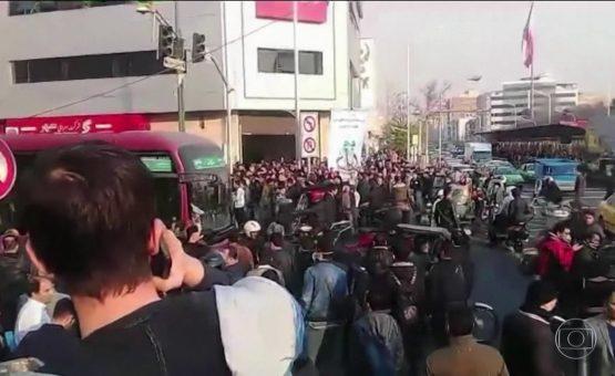 Irã informa que mais de mil pessoas foram presas em protestos no país