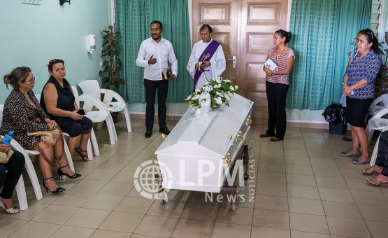 Corpo da brasileira Elisângela Domingues foi sepultado no Suriname (Fotos)