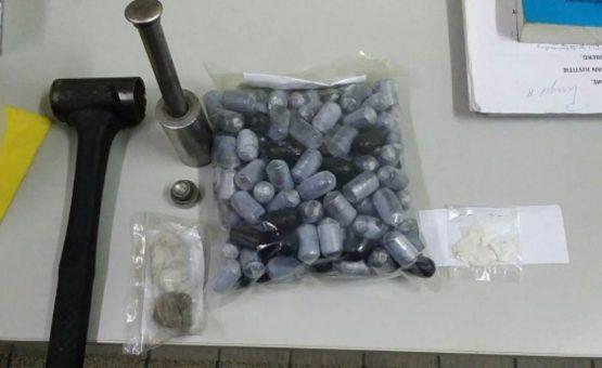 Polícia estoura ponto de venda de drogas e prende menor de idade em Paramaribo