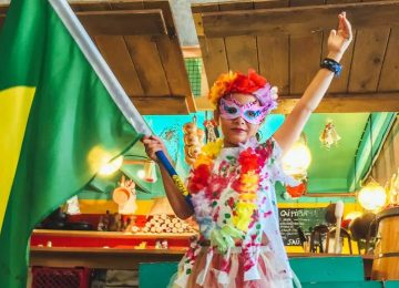 Embaixada do Brasil comemora encerramento do carnaval no museu infantil Villa Zapakara