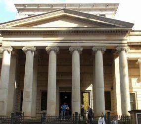 Galeria de Arte de Manchester remove obra com meninas nuas de exposição