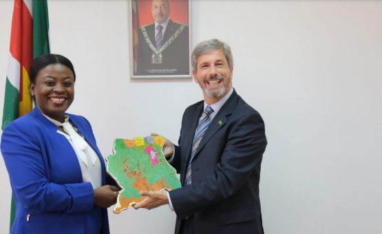 Embaixador Laudemar Aguiar foi recebido pela ministra do Esporte e Juventude do Suriname