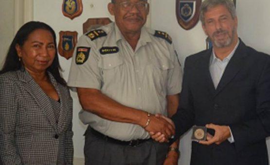 Embaixador Laudemar Aguiar visitou o chefe de polícia da KPS em Paramaribo