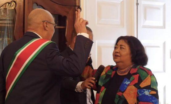 Ex-ministra van Dijk-Silos foi empossada como presidente do Escritório Eleitoral Independente