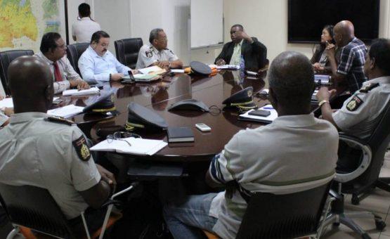 Polícia e companhias de seguro discutem novas regras para regulamentar acidentes de trânsito no Suriname
