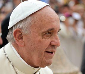 Papa Francisco visita padre que enfrentou o diabo