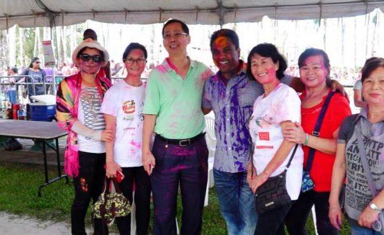 Ministro Mike Noersalim participou das festividades do Holi Phagwa no Palmentuin