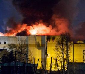 Sobe para 64 nº de mortos em incêndio em shopping na Sibéria; 4 são detidos