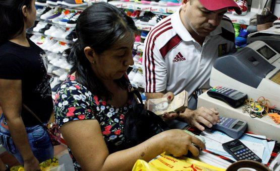 Prefeita de Caracas lança própria moeda para combater crise na Venezuela
