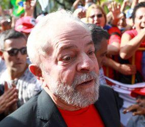 Lula não cumpre prazo para se entregar. Acompanhe