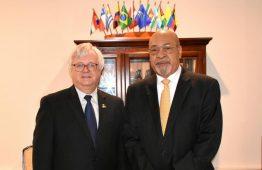 Presidente Desi Bouterse recebe visita do embaixador dos Estados Unidos