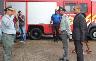 Ministro da Justiça e Polícia visita quartel do Corpo de Bombeiros do Suriname
