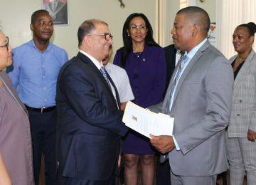 Antoine Elias toma posse como novo Ministro da Saúde do Suriname
