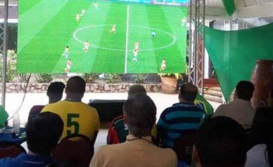 Brasileiros se reuniram para torcer pela seleção no hotel Torarica em Paramaribo (Fotos)