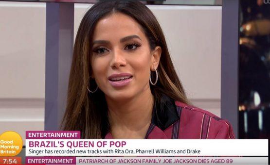 Anitta dá entrevista em Londres e programa cita parcerias com Rita Ora, Pharrell Williams e Drake