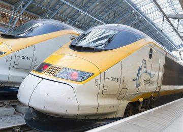 Três pessoas morrem após serem atingidas por trem em Londres