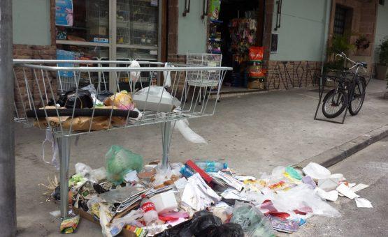 Casal é preso por jogar o corpo da própria filha dentro de lixo em SP