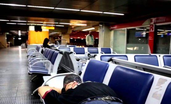 Homem sem passaporte vive há 42 dias em aeroporto