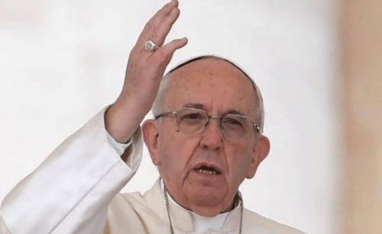 Papa 'consola' brasileiros por eliminação na Copa