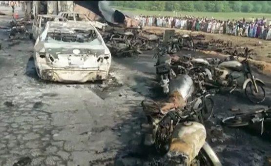 Explosão deixa mais de 30 mortos em dia de eleição no Paquistão