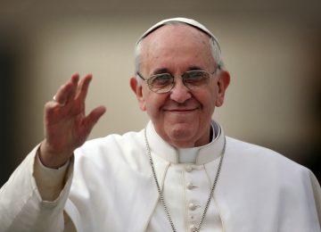 Papa Francisco diz que pais de crianças homossexuais não devem condená-las ou ignorá-las